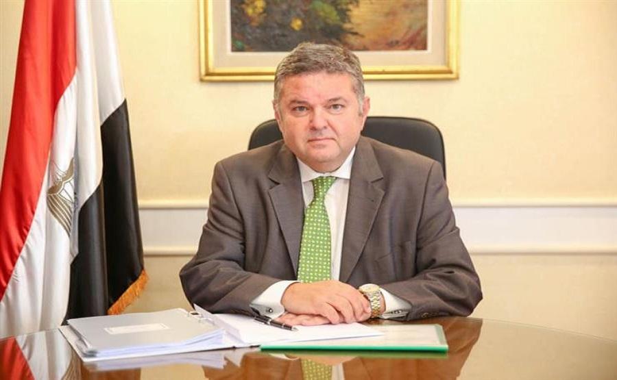 """وزير قطاع الأعمال العام : 1.7 مليار جنيه لتأهيل مصانع الأدوية للتوافق مع متطلبات التصنيع الجيد """"GMP"""""""